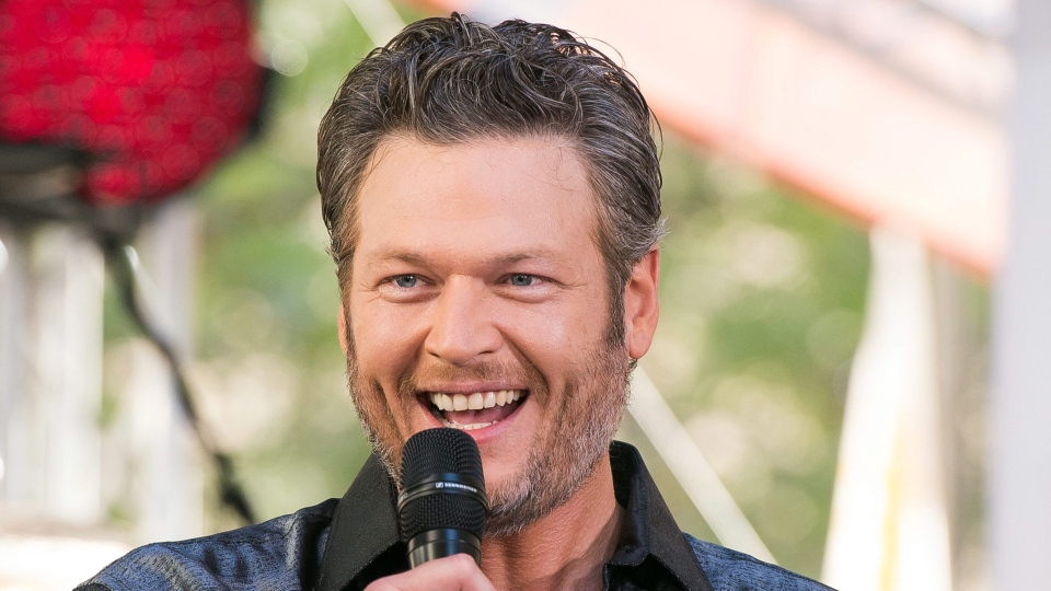 Blake Shelton performs on NBC's 'Today' show at Rockefeller Plaza in New York on Aug. 5, 2016. (Charles Sykes / Invision)