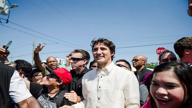 Prime Minister Justin Trudeau meets members of the public during the Taste of Manila festival in Toronto on Saturday, August 20, 2016. (THE CANADIAN PRESS/Christopher Katsarov)