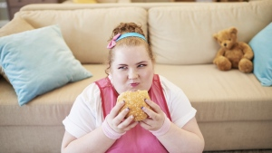 Scientists advise parents to help their children develop a healthy body image. © mediaphotos/Istock.com