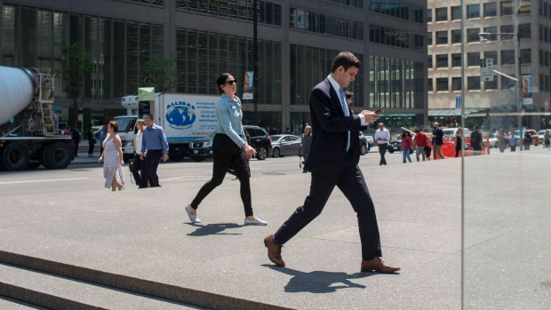 Office workers in the financial district of Toronto, on Thursday, June 2, 2016. (THE CANADIAN PRESS/Eduardo Lima)