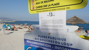 A bylaw forbidding women to wear burkini is posted on an information panel at a public beach in Villeneuve-Loubet, French Riviera, southern France, Friday, Aug. 26, 2016. (AP / Claude Paris)