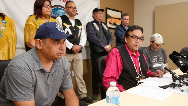 Manitoba's former aboriginal affairs minister Eric Robinson, centre, with Norway House residents Leon Swanson, left, and David Tait Jr. announces at a press conference in Winnipeg on Friday, Aug. 26, 2016 that the two men were switched at birth in 1975 when their mothers gave birth at Norway House Indian Hospital. (John Woods / THE CANADIAN PRESS)