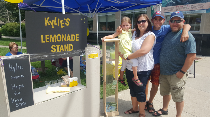 Kylie Hass, 6, set up a lemonade stand to raise money for Katie Star Herron. (Aug. 27, 2016)