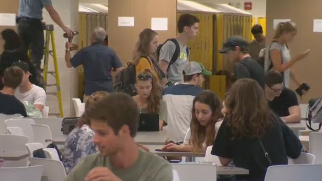 Champlain St. Lawrence officials said they had to turn away 400 students due to full enrollment at Quebec City's only English-language CEGEP.