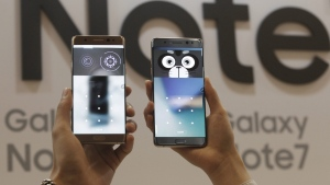 Models display the iris scanner features of the Samsung Electronics Co's Galaxy Note 7 smartphones during its launch event at the company's headquarter in Seoul, South Korea, Thursday, Aug. 11, 2016.  (AP / Ahn Young-joon)