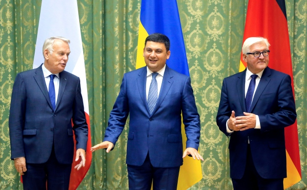 Ukrainian Prime Minister Volodymyr Groysman, centre, German Foreign Minister Frank-Walter Steinmeier, right, and French Minister of Foreign Affairs and International Development Jean-Marc Ayrault, pose for photo ahead their meeting in Kiev, Ukraine, Wednesday, Sept. 14, 2016. (AP Photo/Efrem Lukatsky)