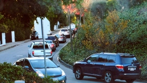 Rush hour traffic winds its way along a narrow street in Los Angeles, on Tuesday, Dec. 9, 2014. (AP / Richard Vogel)