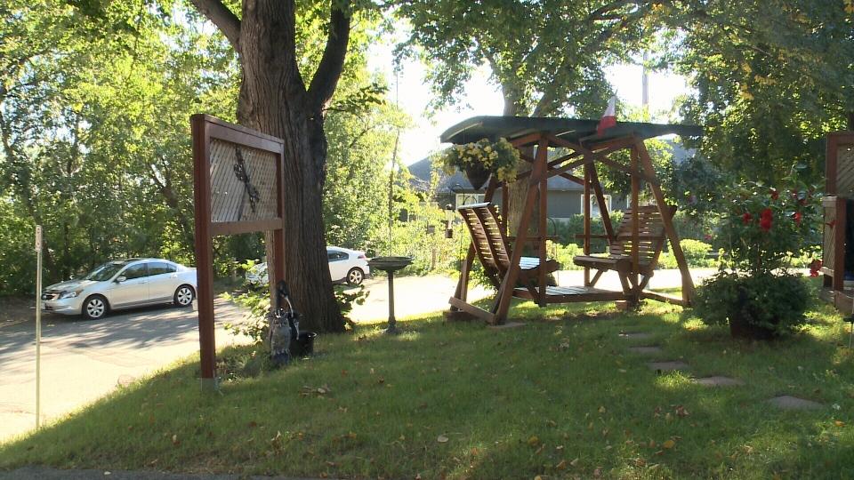 Battle Brewing In Manor Park Over Yard Furniture Ctv Ottawa News
