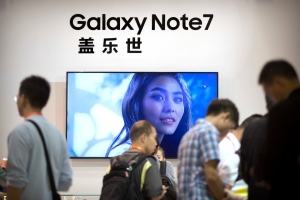 People visit a Samsung Electronics display booth during an electronics expo in Beijing, Wednesday, Sept. 21, 2016. (AP Photo/Mark Schiefelbein)