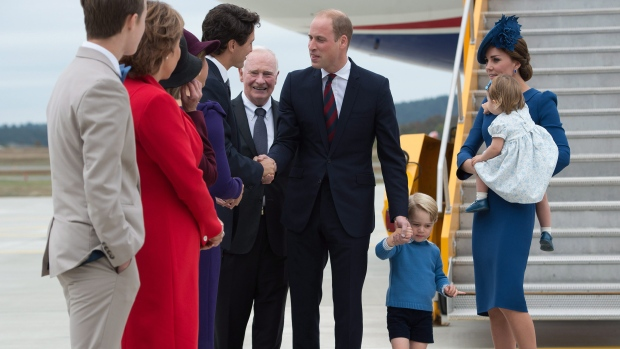 Prime Minister Justin Trudeau, centre left, greets The Duke and Duchess of Cambridge and their children Prince George and Princess Charlotte as Governor General David Johnston, back centre, looks on upon their arrival in Victoria, B.C., on Saturday, September 24, 2016. (THE CANADIAN PRESS / Jonathan Hayward)