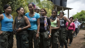 Rebels of the Revolutionary Armed Forces of Colombia, FARC, line up for lunch in at a camp in the Yari Plains, southern Colombia, Sunday, Sept. 25, 2016. (AP / Ricardo Mazalan)