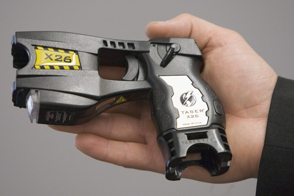 A police issued Taser is displayed at the Victoria police station in Victoria, B.C. Wednesday, May 7, 2008. (THE CANADIAN PRESS / Jonathan Hayward)