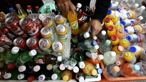 A street seller arranges soft drinks in Mexico City, on Dec. 20, 2006. (AP / Eduardo Verdugo)