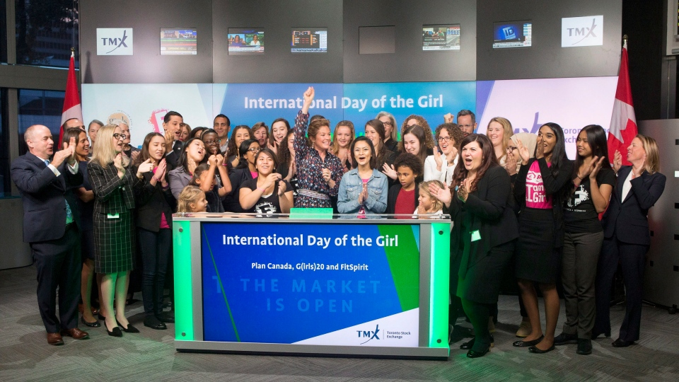 Sophie Gregoire Trudeau, centre, and girls representing G(girls)20 FitSpirit/Fillactive and Plan International Canada open the market at the TSX in Toronto to celebrate International Day of the Girl, on Tuesday October 11, 2016. (Chris Young/The Canadian Press)