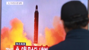 A man watches a TV news program showing a file image of a missile launch conducted by North Korea, at the Seoul Railway Station in Seoul, South Korea, Sunday, Oct. 16, 2016. (AP Photo / Ahn Young-joon)