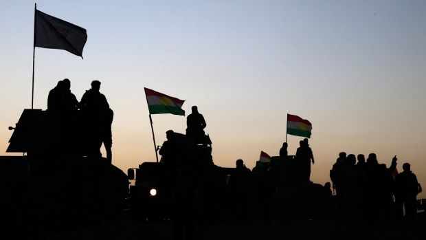 Kurdish Peshmerga fighters advance toward Mosul