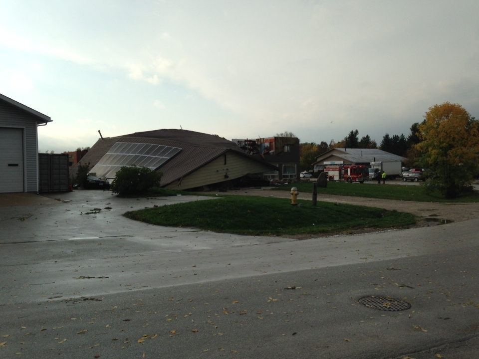 The roof of Mr. Transmission in Collingwood, Ont. was ripped off during a severe thunderstorm on Monday, Oct. 17, 2016. (Jim Holmes/ CTV Barrie)