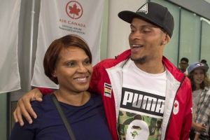 Runner Andre De Grasse hugs his mother Beverley as he arrives in Toronto on Wednesday August 24, 2016. (THE CANADIAN PRESS/Chris Young)