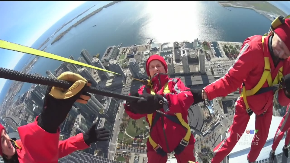 Fearless 94 Year Old Woman Conquers Cn Tower S Edgewalk