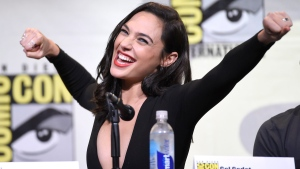 Gal Gadot makes a Wonder Woman pose at Comic-Con International in San Diego, on July 23, 2016. (Chris Pizzello / Invision)