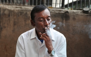In this Thursday, Nov. 3, 2016 photo, an Indian man smokes a cigarette in New Delhi, India. (AP Photo/Altaf Qadri)