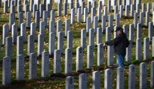 A gentlemen visits the Canadian Military Cemetery in Ottawa on Thursday, Nov. 10, 2016. (Sean Kilpatrick / THE CANADIAN PRESS)