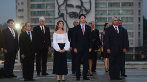 Prime Minister Justin Trudeau and Sophie Gregoire-Trudeau place a wreath at Jose Marti Monument in Havana, Cuba on Tuesday, Nov. 15, 2016. THE CANADIAN PRESS/Sean Kilpatrick