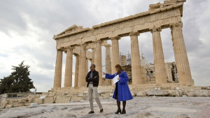 U.S. President Barack Obama tours Acropolis with Dr. Eleni Banou, right, director of Ephorate of Antiquities for Athens, Ministry of Culture, Wednesday, Nov. 16, 2016 in Athens. (AP / Pablo Martinez Monsivais)