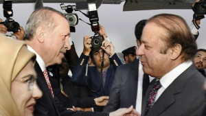 Pakistan's Prime Minister Nawaz Sharif, right, receives Turkey's President Recep Tayyip Erdogan in Islamabad, Pakistan on Wednesday, Nov. 16, 2016. (Press Information Department)