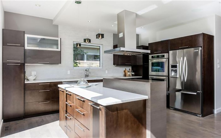 Homes of the month million dollar market ctv news for Kitchen designs by decor winnipeg