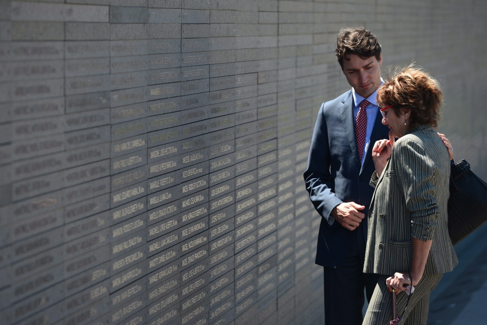 Prime Minister Justin Trudeau comforts Nora Patrich, of Vancouver, as they visit Parque de la Memoria in Buenos Aires, Argentina, on Friday, Nov. 18, 2016. Patrich, who is Canadian-Argentine, lost her husband and 6 other family members when they where abducted and killed by the military junta during Argentina's Dirty War (1976-1983). (Sean Kilpatrick/The Canadian Press)
