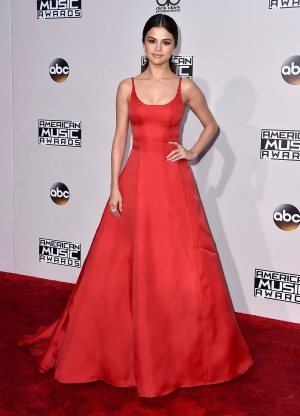 Selena Gomez arrives at the American Music Awards at the Microsoft Theater on Sunday, Nov. 20, 2016, in Los Angeles. (Photo by Jordan Strauss/Invision/AP)