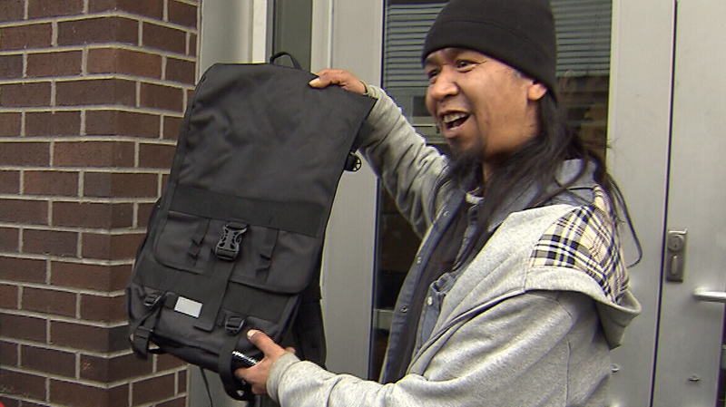 """Hundreds of backpacks designed to be """"street-proof"""" are being handed out in the Vancouver area this week. Nov. 21, 2016. (CTV)"""