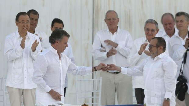 Colombia, rebels sign new accords