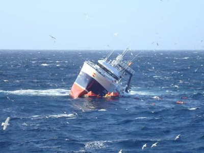 Spanish fishing trawler, the Monte Galineiro, takes on water off the coast of Newfoundland on Sunday Feb. 22, 2009. (THE CANADIAN PRESS / Canadian Coast Guard)
