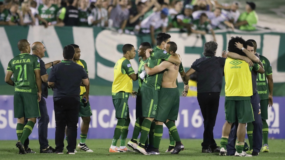 Players of Brazil's Chapecoense celebrate at the end of a Copa Sudamericana semifinal soccer match against Argentina's San Lorenzo in Chapeco, Brazil on Wednesday, Nov. 23, 2016 (AP / Andre Penner)