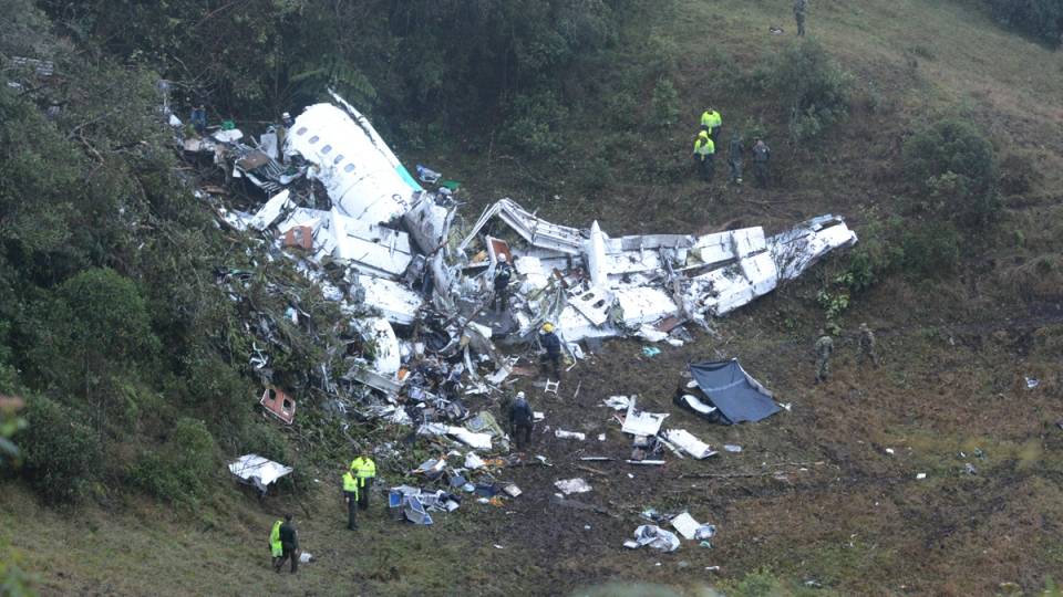 Police officers and rescue workers search for survivors around the wreckage of a chartered airplane that crashed in La Union, a mountainous area outside Medellin, Colombia, on Nov. 29, 2016. (Luis Benavides / AP)