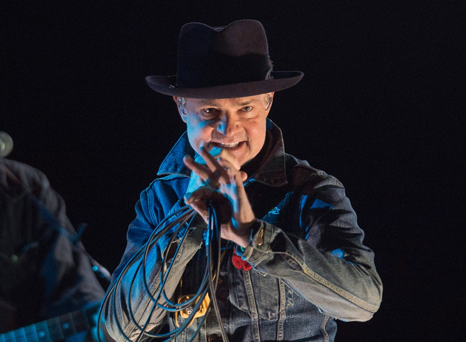 "Gord Downie performs his solo project ""Secret Path"" at the Rebecca Cohn Auditorium in Halifax on Tuesday, Nov. 29, 2016. (THE CANADIAN PRESS/Andrew Vaughan)"