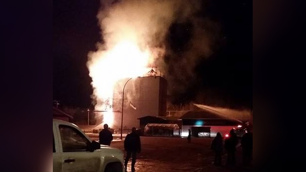 The grain elevator in Turtleford, Sask. burns on Nov. 29. (MAUREEN ASK)