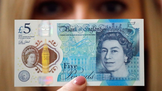 Bank of England employee with the new bank note
