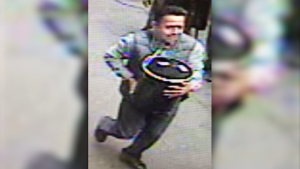 Man pulls off brazen gold heist in New York City