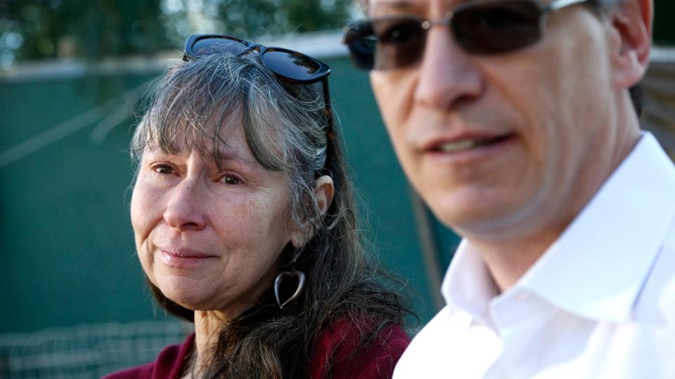 Victoria Vaughn-Perling, left, talks to the media with her attorney Reid Breitman in Malibu, Calif., on Dec. 1, 2016. (Nick Ut / AP)