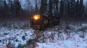 The overturned bus in Matheson Island, Manitoba is seen here. (Beth Macdonell)