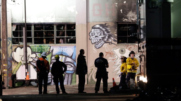 2 people arrested for involuntary manslaughter in Oakland warehouse fire