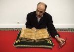 A man reads an encyclopedia about Maliki Muslim doctrine at the al-Qarawyin Library. (© FADEL SENNA / AFP)