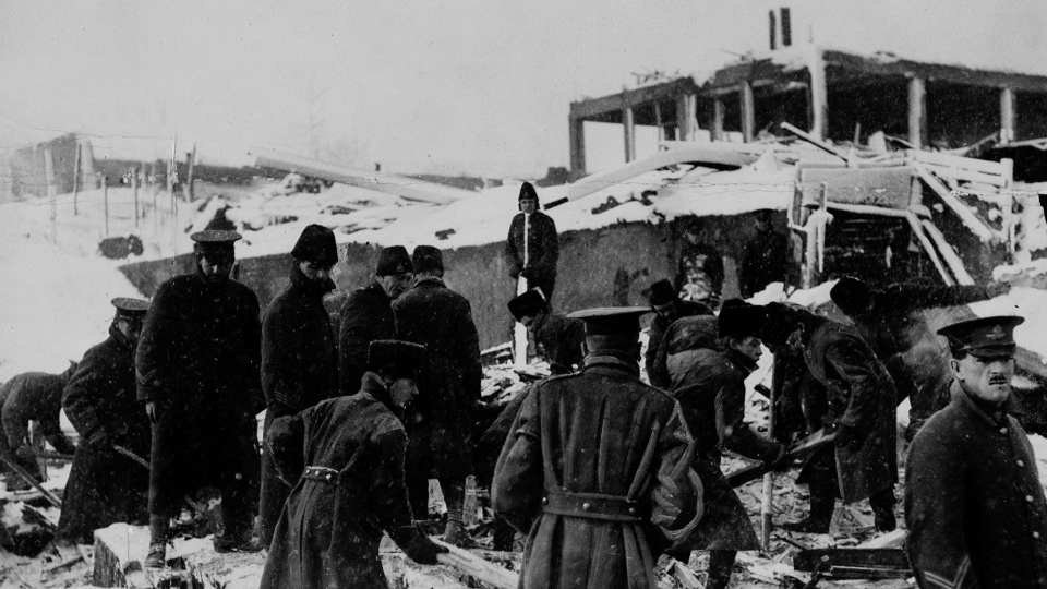Soldiers engaged in rescue work after the Halifax Explosion. (The Canadian Press/(National Archives of Canada)
