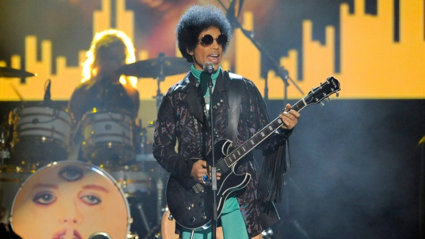 Unsealed documents show strong painkillers found in Prince's home