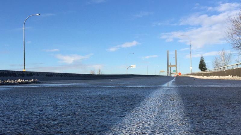 alex fraser bridge closed