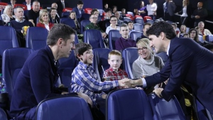"Prime Minister Justin Trudeau treated patients from the Children's Hospital of Eastern Ontario to an advance private screening of the new ""Star Wars"" film, ""Rogue One"" on Dec. 13, 2016. (Justin Trudeau/Twitter)"