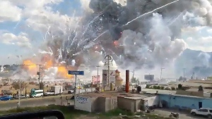 Explosion ripping through the San Pablito fireworks' market in Tultepec, Mexico, on Dec. 20, 2016. (Jose Luis Tolentino via AP)